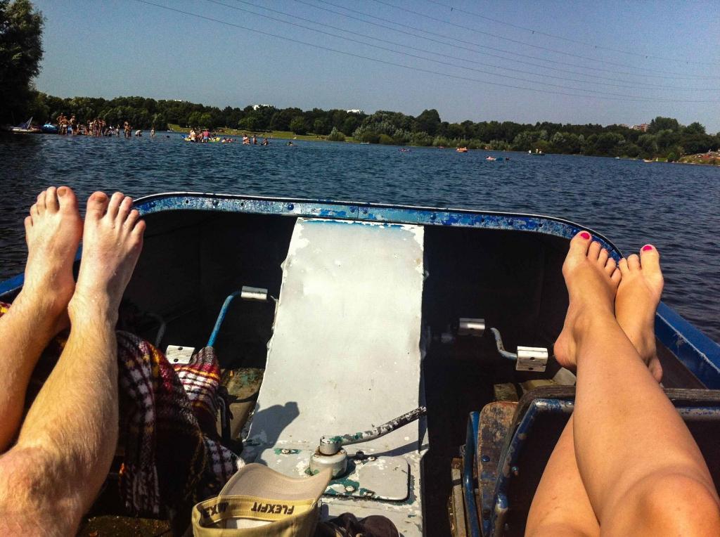 Laura und Stefan genießen den Sommer auf dem Grünen See in Ratingen