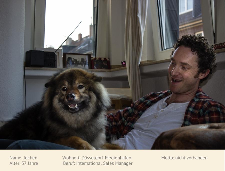 Jochen mit dem Hund seiner Mama: Emma