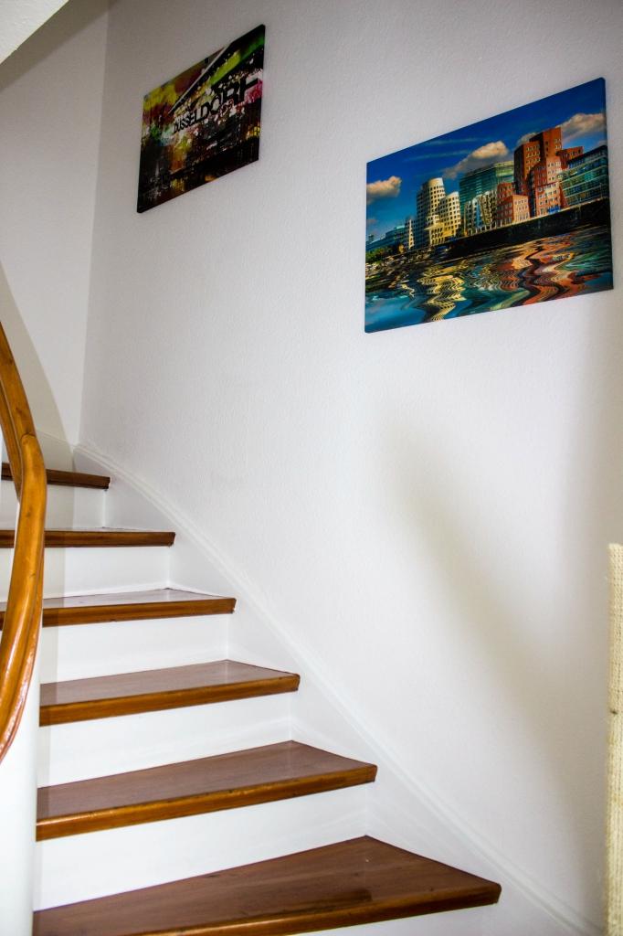 Der Eingangsbereich-Treppe in den 2. Stock